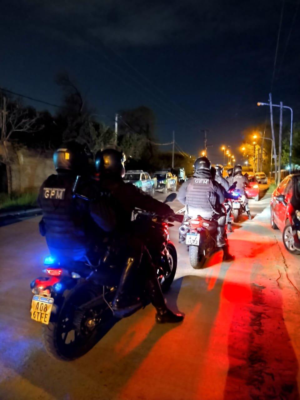 Gran operativo policial en Moreno: Tras 20 allanamientos secuestraron 11 armas y 800 dosis de cocaína y marihuana.